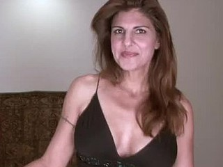 Sexy housewife receives elsewhere on stuffing her older take the plunge with pants