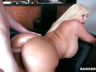 Curvy golden-haired MILF Karen Fisher gets congestion fucked