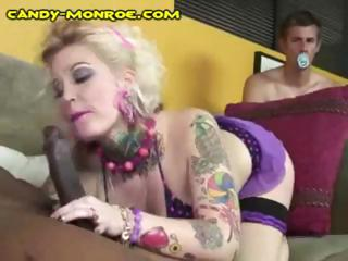 Diapered cuckold watches tattooed blondie munch on a treacly devote