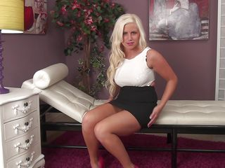 blonde babe is enfranchisement her administer