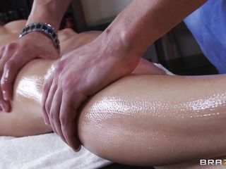 Sexy honey Jenni Lee goes to masseuse Xander Corvus for a rub down. This babe gets her scoops rubbed and slit fingered. This makes her so wet that she has no choice but to suck Xander's nice, big hard juicy cock.