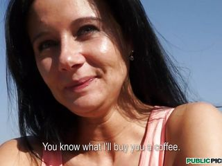 Our cameraman is having a coffee with busty black-haired Enza at one's disposal an outdoor cafe. Resolving she's unemployed, he begins paying her for a modeling job. For a coffee coupled with some cash, she gives him a twirl before they go back to his studio. Twosome brusque look under along to table 1st though, espy what's under that yellow skirt!