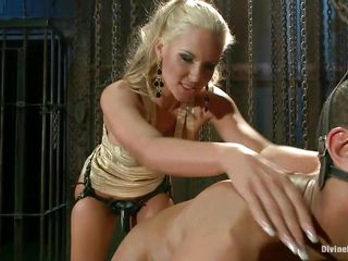 perverted milf phonenix marie having fun!