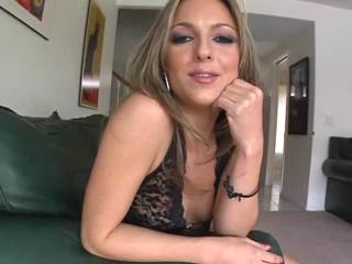Blonde Hot Playgirl Gives Dirty Bj