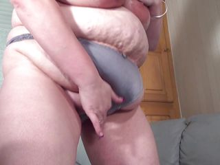 katty shows that big girls get horny too!