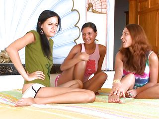 three teens sharing the same lesbo lust