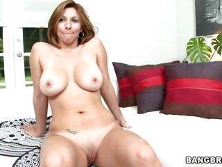 lisa x is a milf that needs some sex!