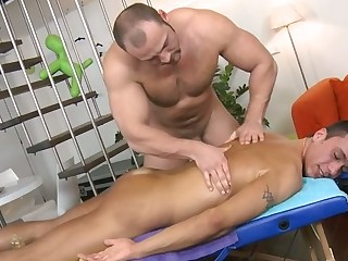 Raunchy and wild penis engulfing be advantageous to stylish gay hunk