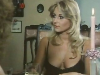 Long vintage sex tape with teen blonde babes fucking