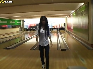 This hottie lost me bowling challenge and needs to suck my locate