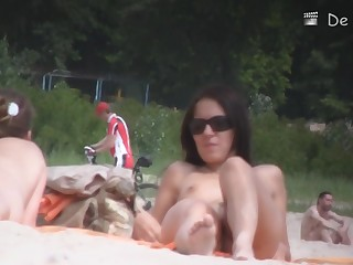 Nudist lakeshore attracts lots of horny voyeurs with cams