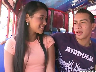 Kid latina Carolina gets on every side up culioneros bus