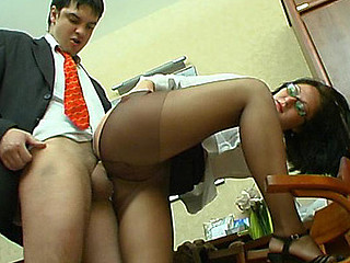Gwendolen&Adam kinky tights job scene