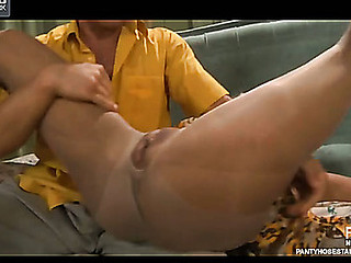 Muscle stud rips a playgirl