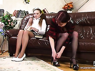 Nellie&Fidelia amazing nylon feet act
