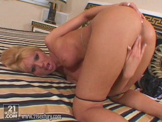 Unstinted tittied Alexa Weix fingers her clit and juicy juicy cunt gap