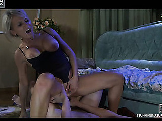 Ninette&Robin hot mommy on movie scene