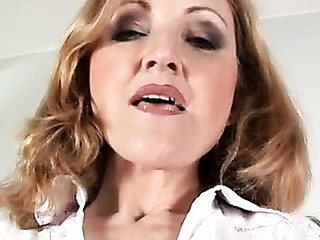 Anilos cougar jarka rubs an agonorgasmos out of her older slit