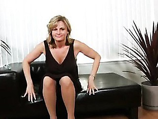 Alluring golden-haired cougar masturbates beyond everything a leather couch
