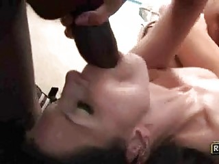 Slender brunette hair slut takes on two darksome cannons in threesome