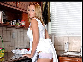 Nasty housewife sprays plays and wets her bedraggled crack in the kitchen sink