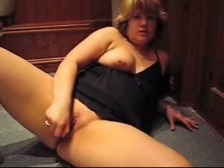 Overweight patriarch slut in nightwear massages the brush horny pussy with the brush hand interesting penetrative dildo in it.