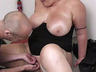 Boss titty-fucks a BBW