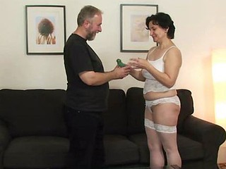 Older sweetheart blows while getting screwed