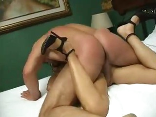Lovely masked gal has hot amateur sex