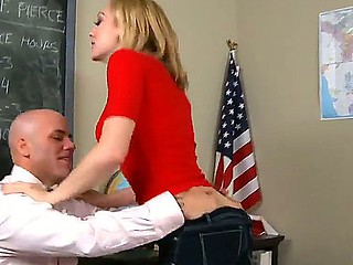Slab Derrick Pierce acquires a nasty orall-service form hot secretary Lily LaBeau