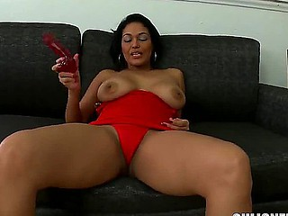 Busty Latin chick Valeria wishes to get