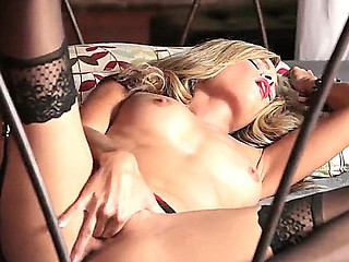 Turned on glamorous blonde Prinzzess respecting