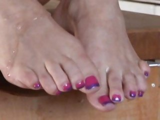 Morgan Reigns has her feet showered with spunk