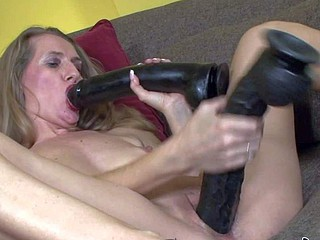 Mature bawd Sara James knows tempo of a sex toy,