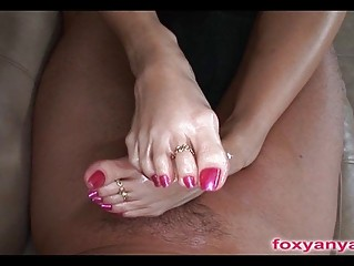 Small Talented Feet Give Sexy Footjob