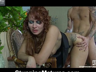 Red-haired senior nympho tempts a serviceman to mug with the addition of fill her itchy muff