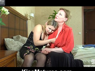 Viola&Megan pussylicking mamma on gig