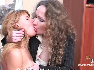 Leila&Alice older in lesbo action