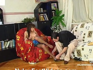 Madeleine&Monty mindblowing nylon feet video