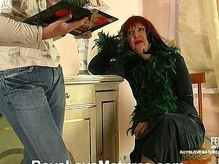 Elinor&Adam attractive mommy in action