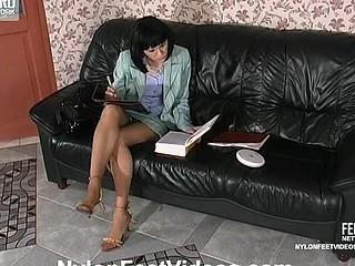 Katrine&Nicholas mindblowing nylon feet action