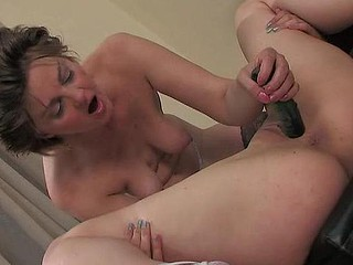 Leonora&Jaclyn lesbo mom in act