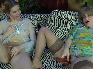 Elsa&Cecilia pussyloving older in activity